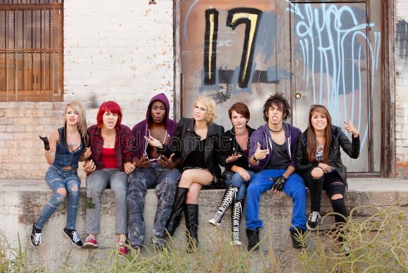 Ilskna Teen Punks arkivbild