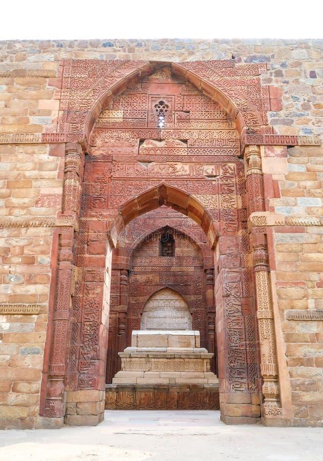 Iltutmishs gravvalv i Qutub Minar, New Delhi, Indien arkivfoton