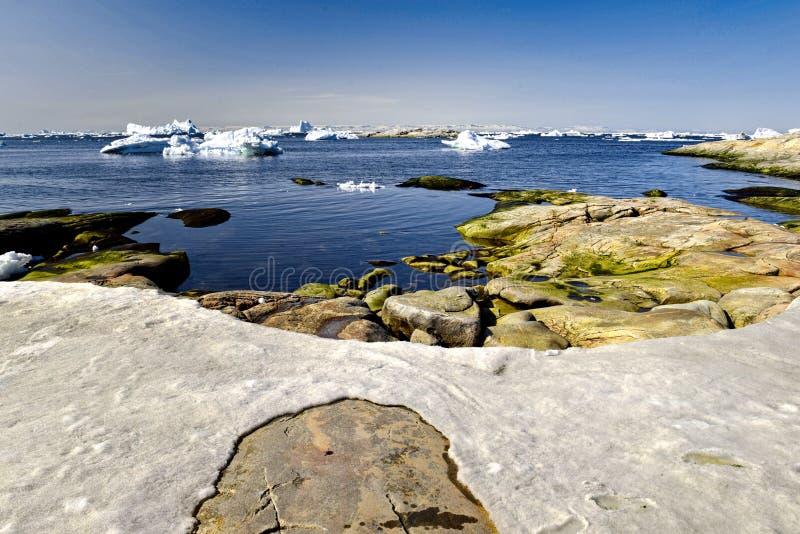 Ilulissat Icefjord i det arktiska havet i Grönland royaltyfri foto