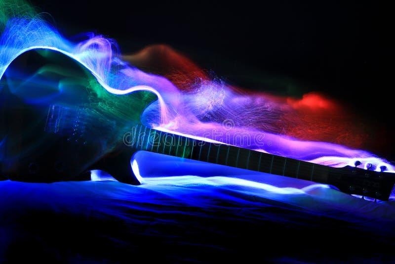 Pintura abstrata de Ligt da guitarra fotos de stock royalty free