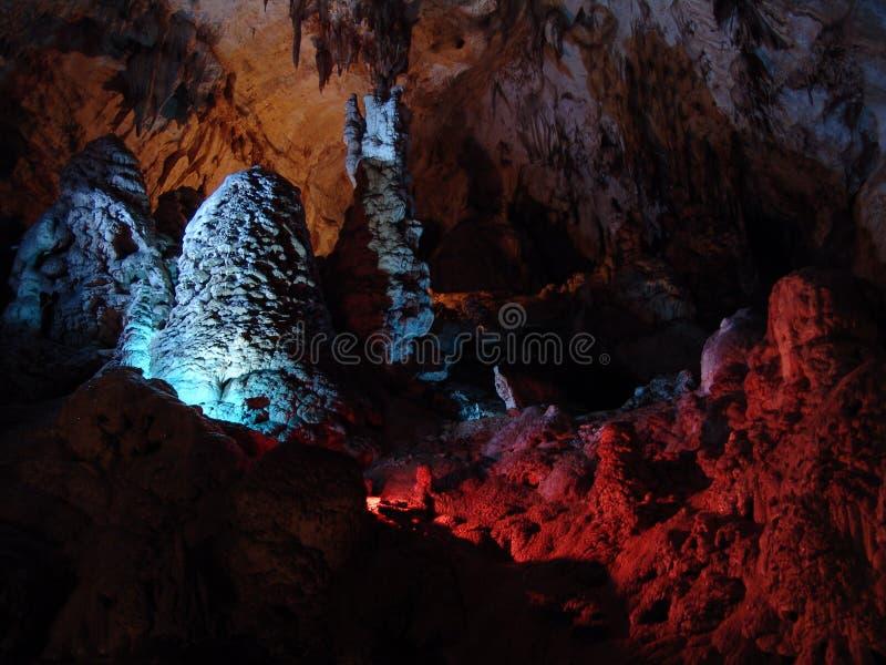 Iluminação da cor da caverna imagem de stock royalty free