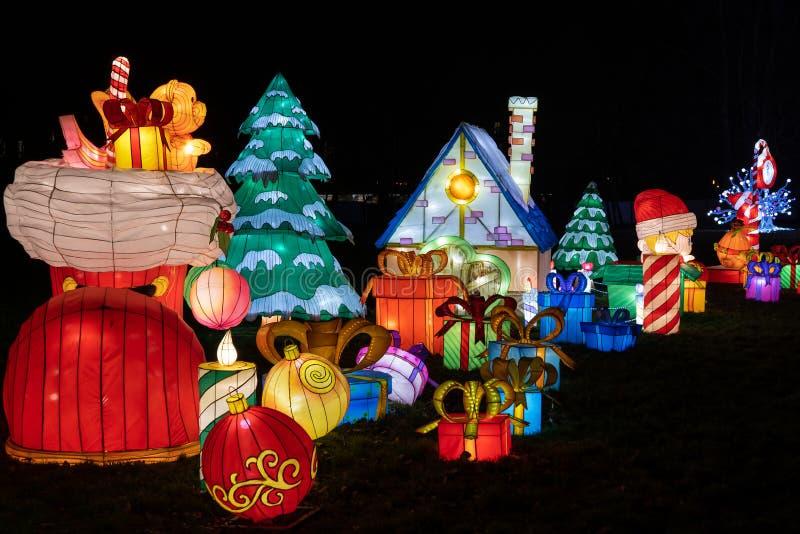 Iluminação de Natal no Festival de Luz Chinês em Varsóvia fotos de stock