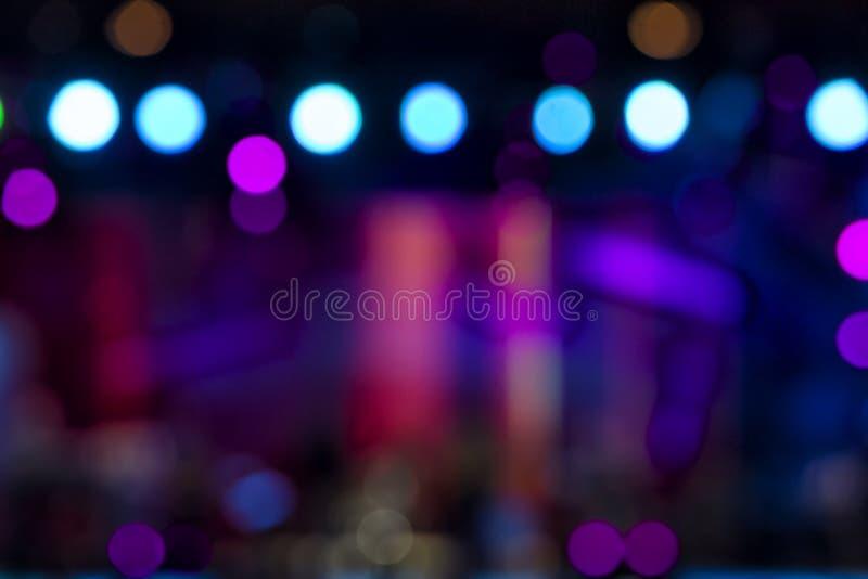 Iluminação Defocused do concerto do entretenimento na fase, bokeh foto de stock