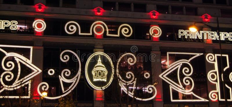 Iluminação do Natal na fachada do armazém de Printemps em Paris. fotografia de stock