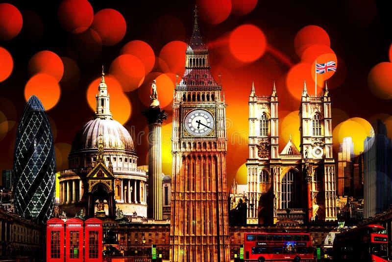 Iluminação em construções do marco da skyline de Londres imagem de stock