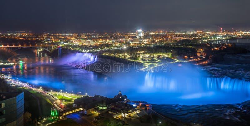 Iluminação em Niagara Falls imagens de stock royalty free