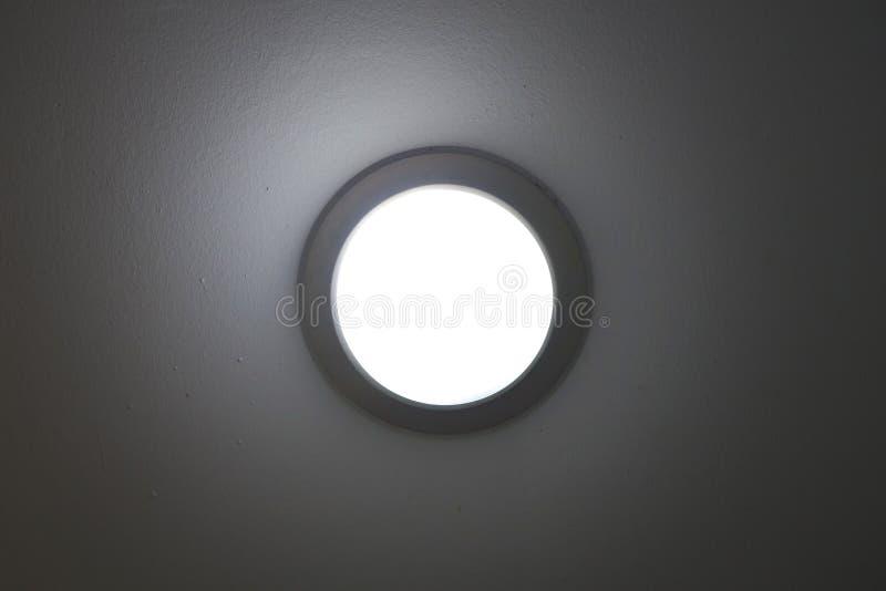 iluminação recessed luz do potenciômetro na telha do teto fotografia de stock royalty free