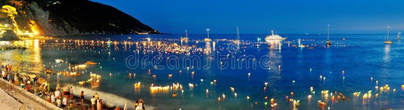 Iluminações festivas em Camogli, Itália em Stella Maris imagens de stock