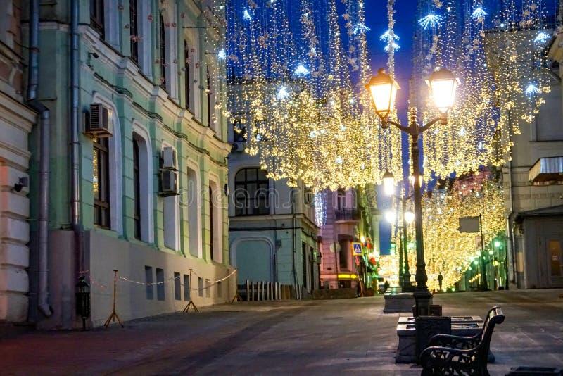 Iluminación del cielo de la luz de las estrellas en el Año Nuevo MOSCÚ fotografía de archivo libre de regalías