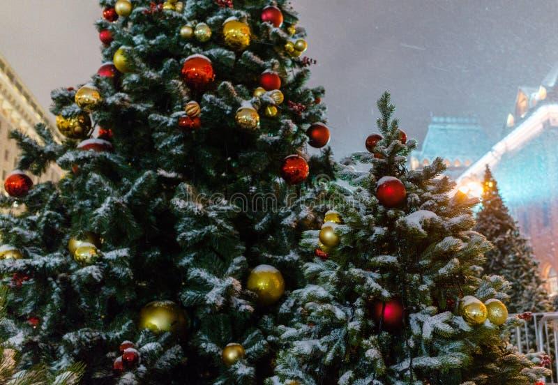 Iluminación de la noche de la Navidad en Moscú fotos de archivo libres de regalías
