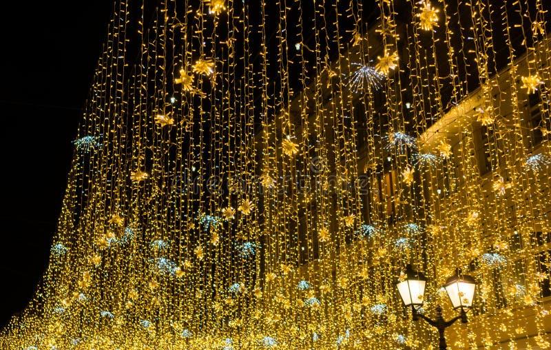 Iluminación de la noche de la Navidad en Moscú fotos de archivo
