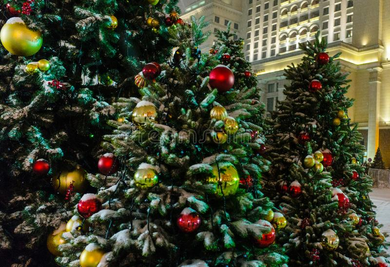 Iluminación de la noche de la Navidad en Moscú foto de archivo