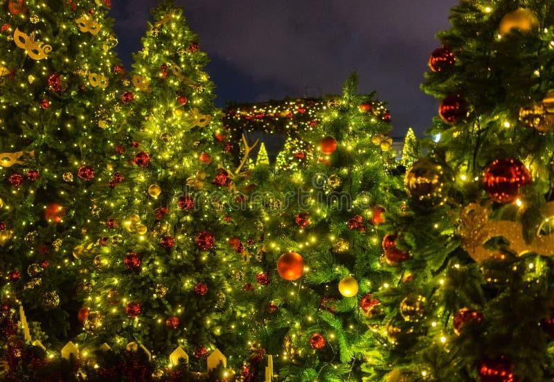 Iluminación de la noche de la Navidad en Moscú imagenes de archivo