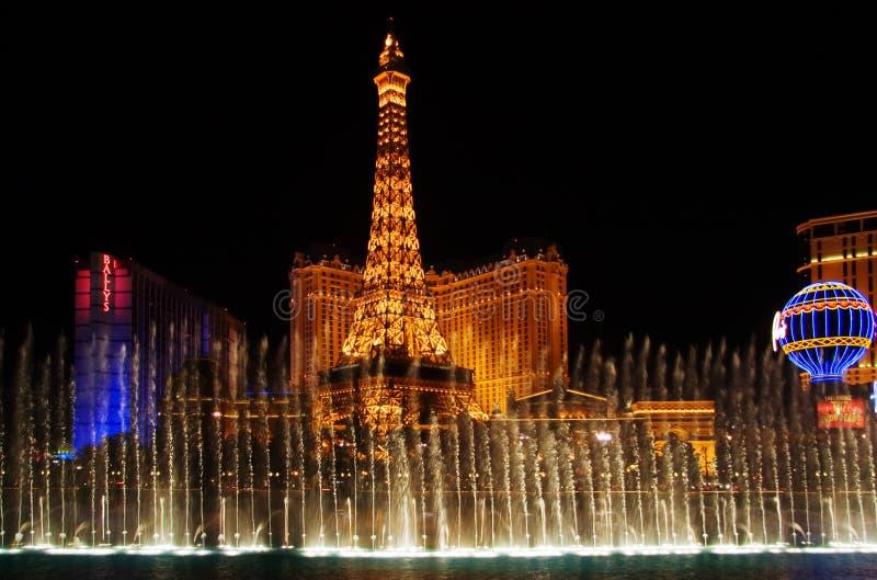 Iluminación de la noche y puerca del agua en Vegas fotografía de archivo libre de regalías