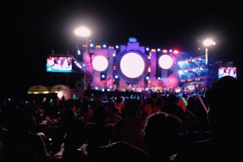 Iluminación Defocused del concierto del entretenimiento en la etapa, disco borroso foto de archivo libre de regalías