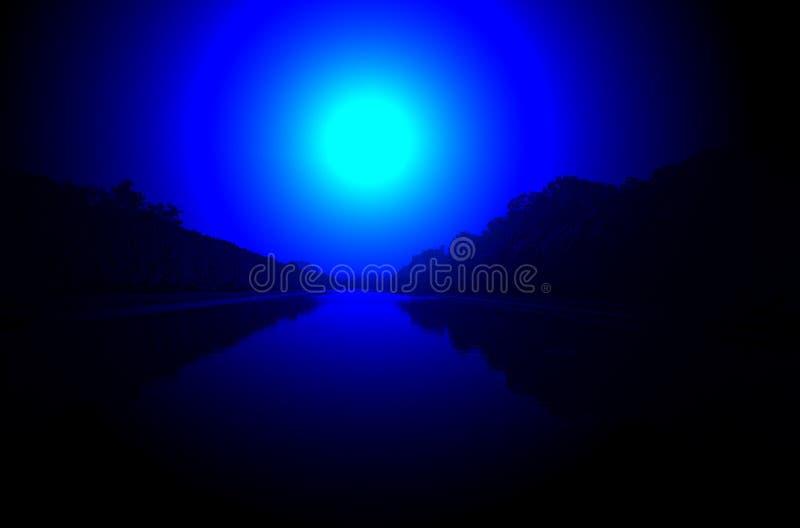 Iluminación del río de la noche, luz de luna mágica, imagen de archivo libre de regalías