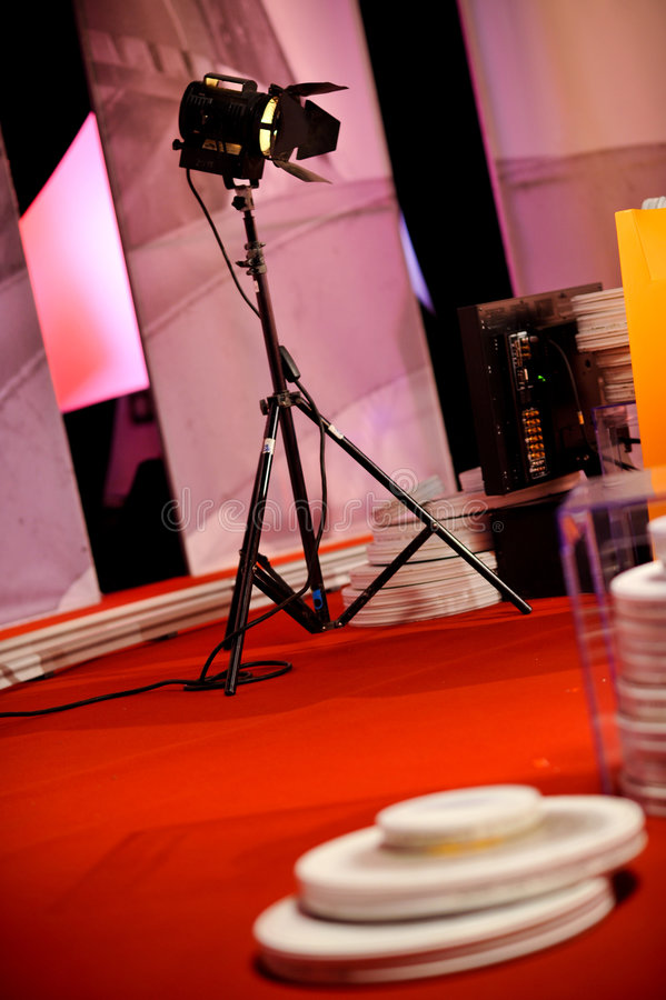 Iluminación en película o estudio de la TV imagenes de archivo