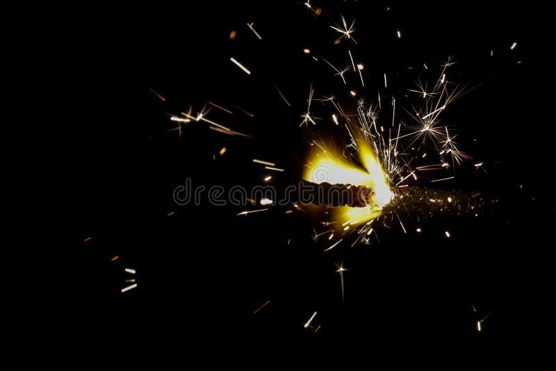 Iluminando fogos de artifício e biscoitos no festival do diwali foto de stock royalty free