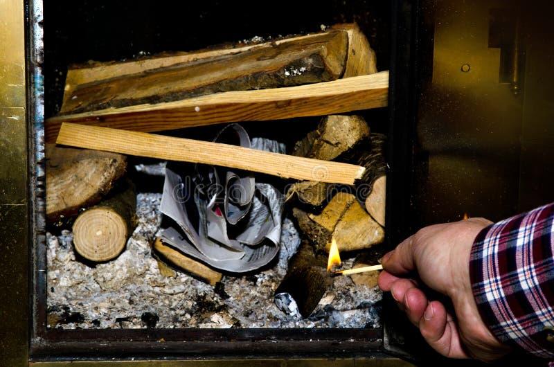 Iluminando o incêndio fotografia de stock