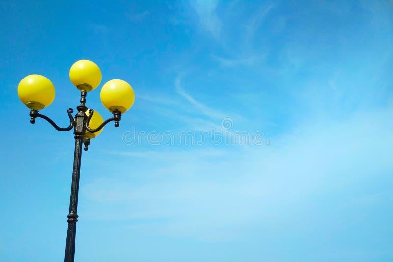 Iluminazione pubblica, decisione architettonica fotografie stock