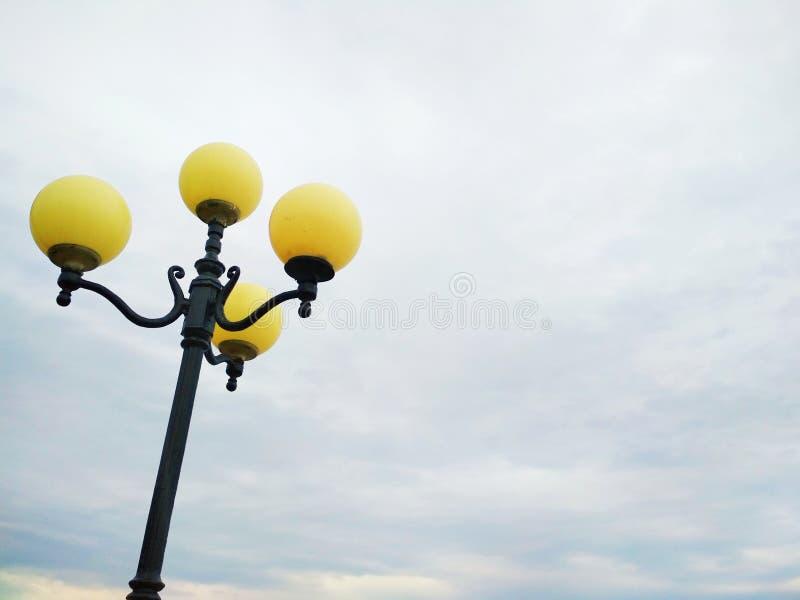 Iluminazione pubblica, decisione architettonica fotografie stock libere da diritti