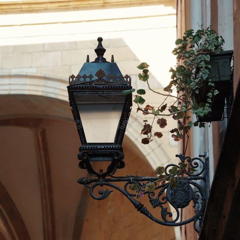 Iluminazione pubblica nella città di Bilbao immagine stock