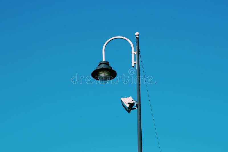 Iluminazione pubblica nella via nella citt? di Bilbao immagini stock libere da diritti