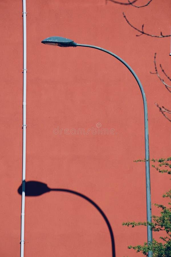 Iluminazione pubblica nella via nella citt? di Bilbao fotografia stock libera da diritti
