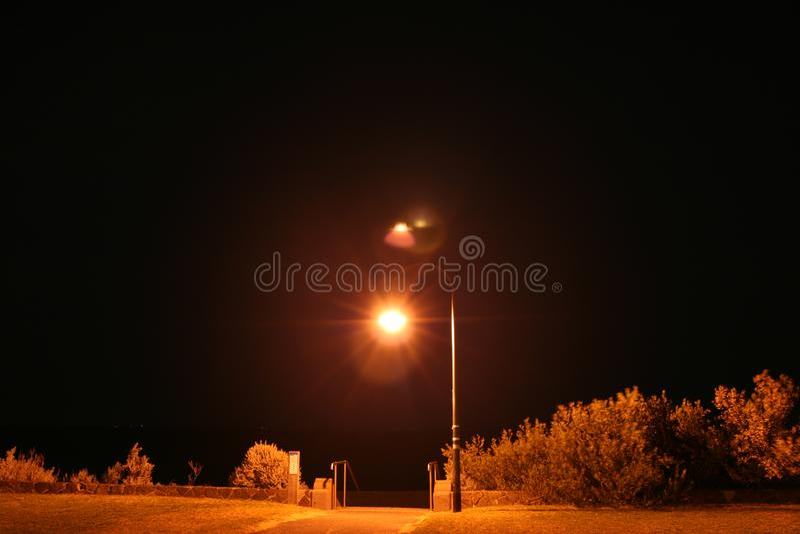 Iluminazione pubblica sopra le scala immagini stock libere da diritti