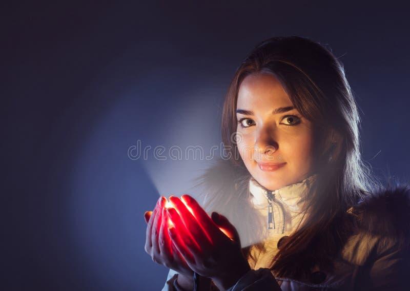 Ilumine na palma da menina imagem de stock royalty free
