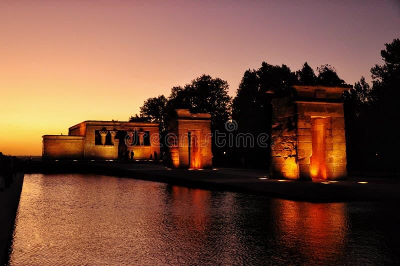 Iluminująca świątynia widzieć przy zmierzchem Debod Antyczna Egipska świątynia która rozmontowywał i odbudowywał w Madryt, Hiszpa obrazy royalty free