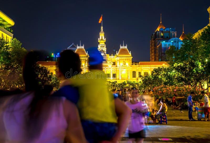 Iluminujący budynek urząd miasta w Ho Chi Minh mieście zdjęcie stock