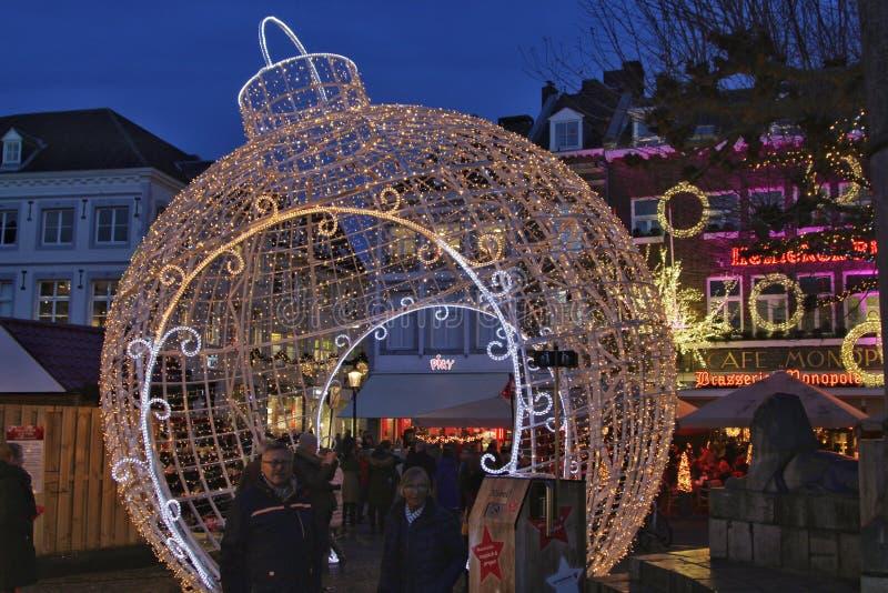 Iluminujący chirstmas balowi w Maastricht zdjęcie royalty free