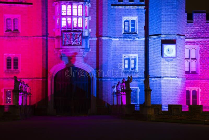 Iluminujący hampton court pałac nocą w hampton court, Londyn, Zjednoczone Królestwo obrazy stock