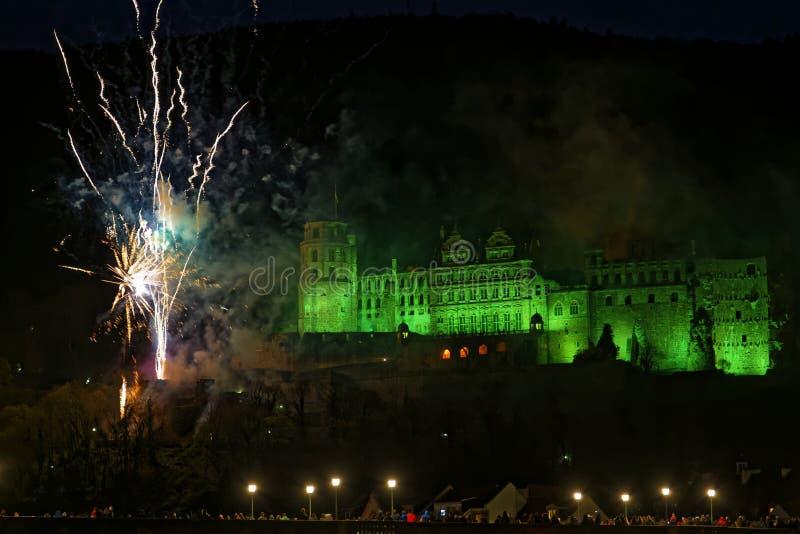 Iluminujący Heidelberg kasztel z fajerwerkami fotografia stock