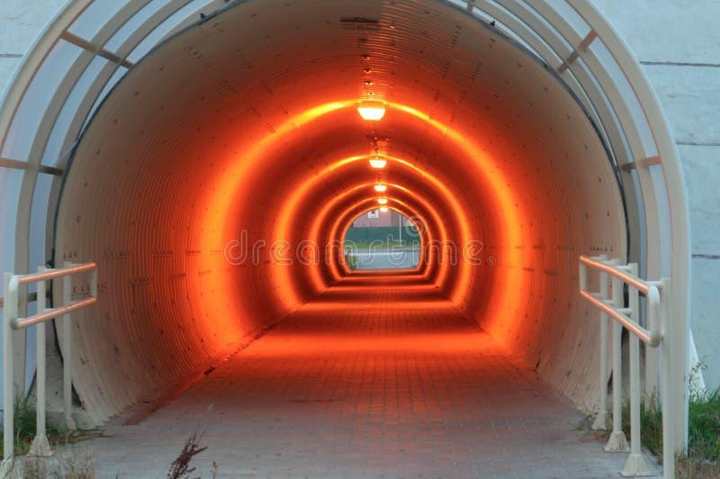 Iluminujący przejście podziemne, tunel pod autostradą zdjęcie stock