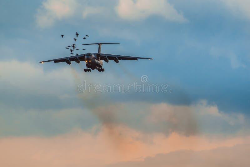 Ilushin Il-76 TD departement av från den ryska federationen nöd- lägen royaltyfri foto
