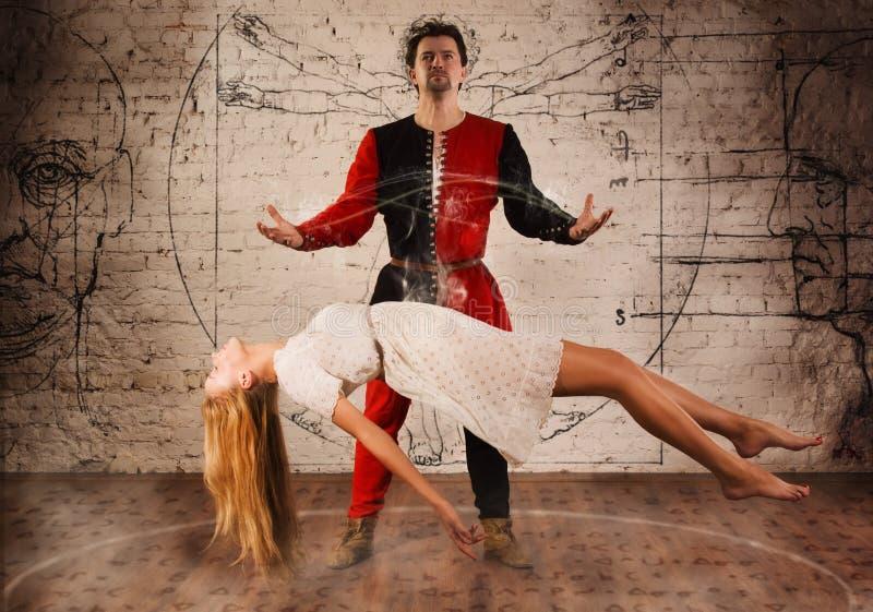 Ilusionista medieval foto de stock royalty free