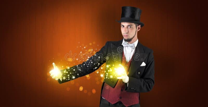Ilusionista que lleva a cabo la superpotencia en su mano fotografía de archivo