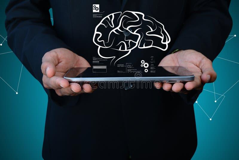 Ilustração de Digitas do homem de negócios e do cérebro humano imagens de stock royalty free