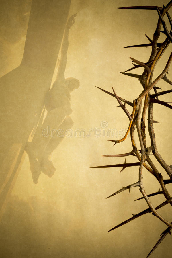 A ilustração do fundo da Páscoa com a coroa de espinhos no papel e no Jesus Christ de pergaminho na cruz desvaneceu-se dentro ilustração royalty free