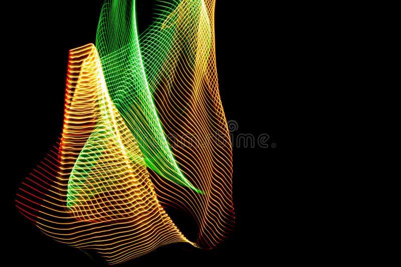 ilustra??o 3D Linhas coloridas abstratas no fundo neutro da cor preta Testes padr?es cruzados que formam a imagem tridimensional ilustração royalty free