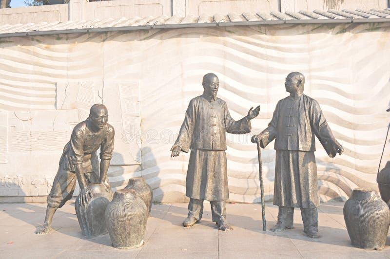 Ilustraciones chinas antiguas de la escultura de bronce, estatua del tarro, hombre antiguo imagen de archivo