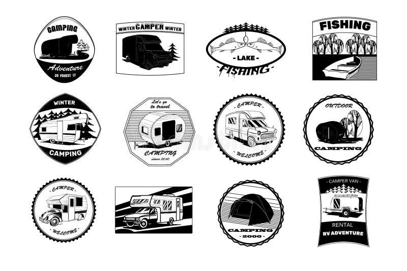 Ilustracja Ustalone Monochromatyczne czarne odznaki obozuje, plenerowi przygoda emblematy, logowie i odznaki, campingowy wyposaże royalty ilustracja