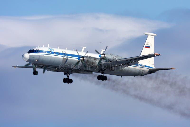 Ilyushin IL-22 русской военновоздушной силы принимая на Chkalovsky стоковая фотография rf