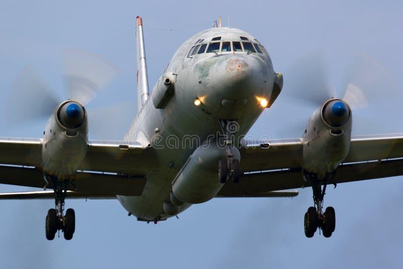 Ilyushin IL-20 русской посадки военновоздушной силы на авиационной базе ВВС Kubinka стоковые изображения
