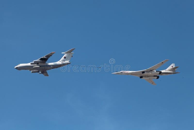 Ilyushin Il-78 et Tupolev Tu-160 images stock