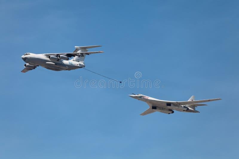 Ilyushin Il-78 et Tupolev Tu-160 photographie stock libre de droits