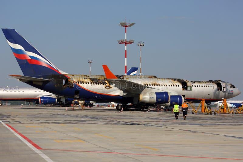 Ilyushin IL-96-300 fångad brand, medan stå på Sheremetyevo den internationella flygplatsen fotografering för bildbyråer