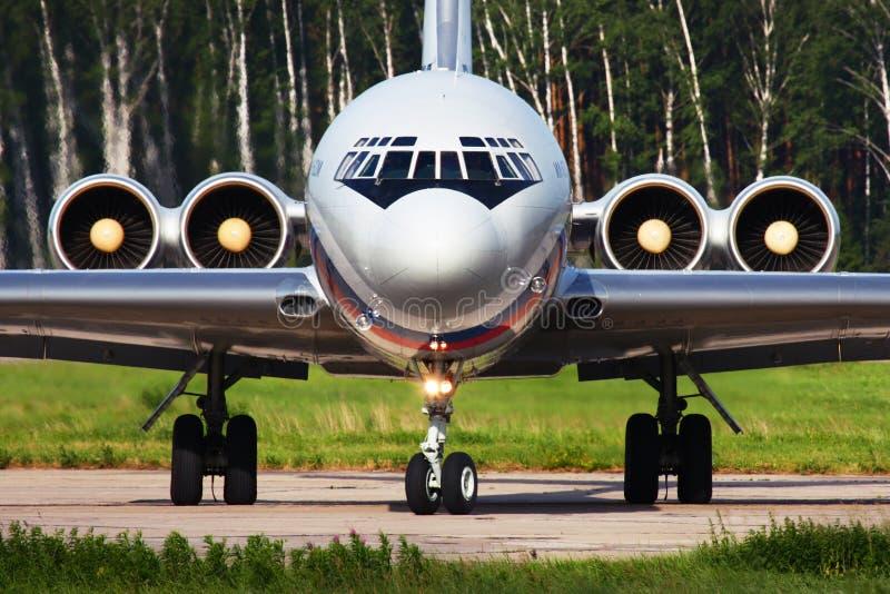 Ilyushin IL-62M RA-86496 русской военновоздушной силы ездя на такси на Chkalov стоковая фотография rf